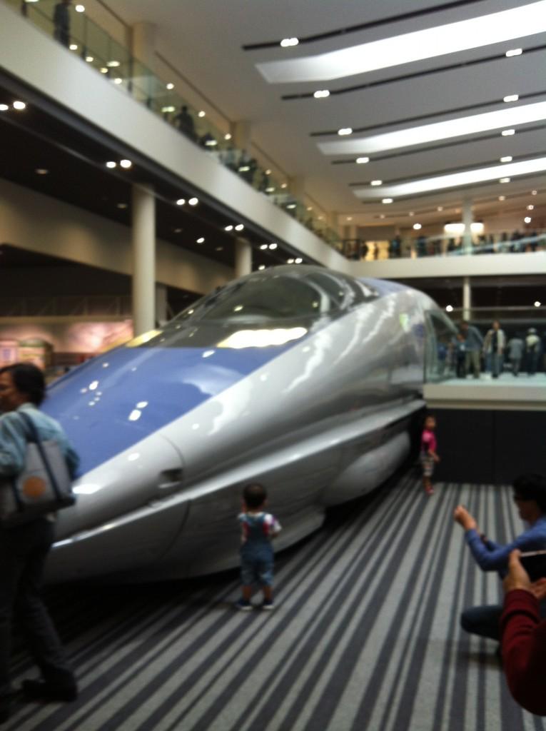 最新っぽい近未来新幹線