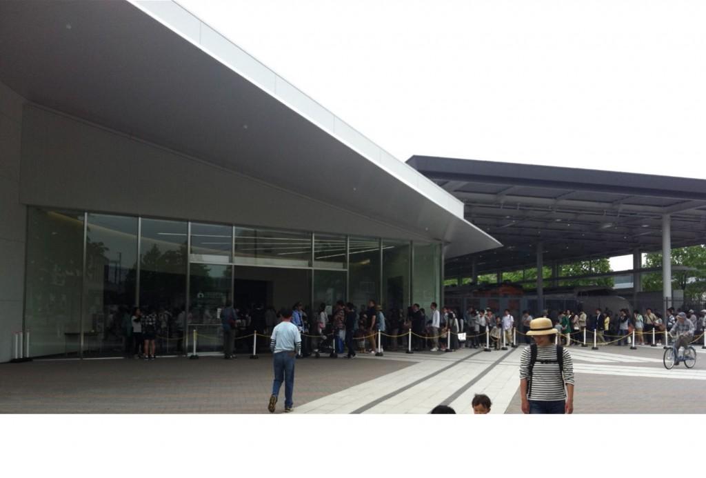 京都鉄道博物館前の行列