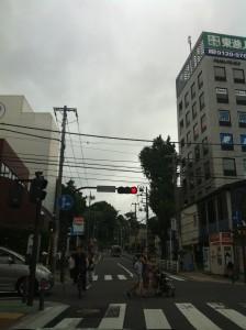 鶴見駅前の交差点画像