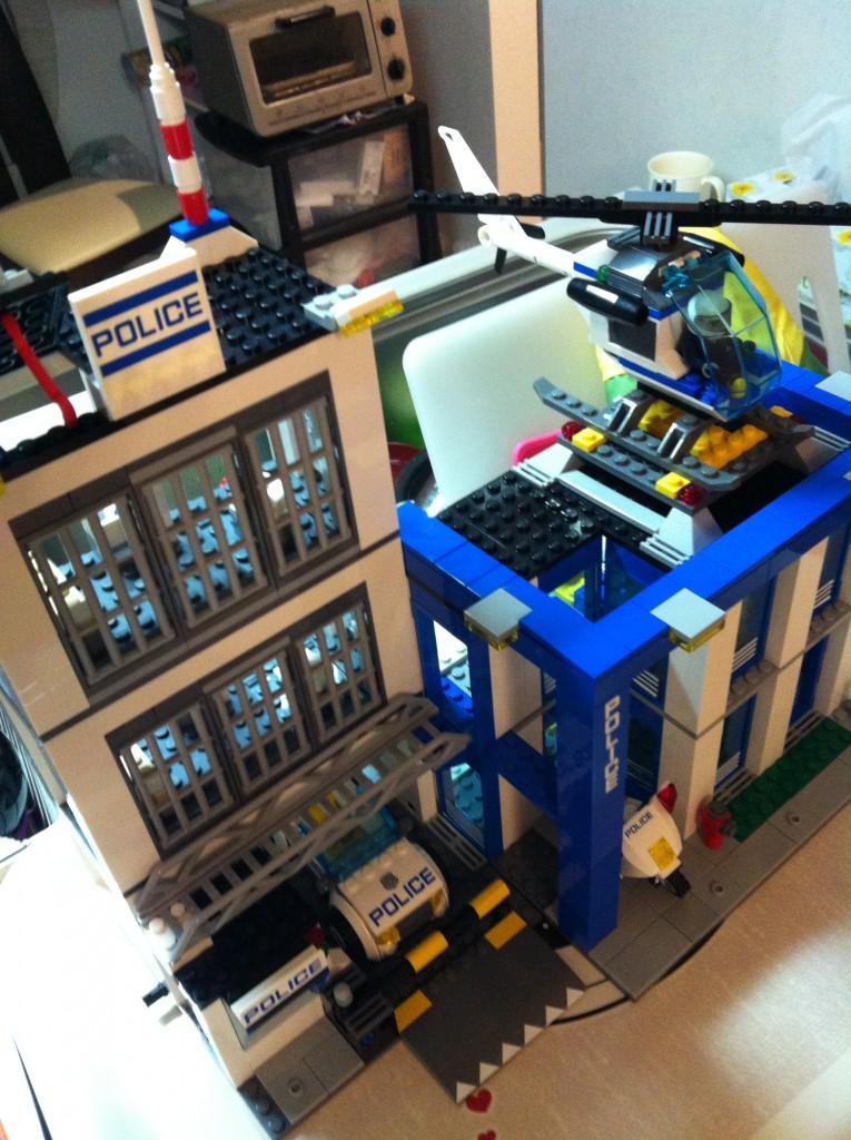 ポリスステーション(レゴ)の完成画像