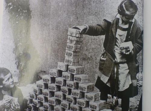 第一次世界大戦後のドイツで起こったハイパーインフレの画像