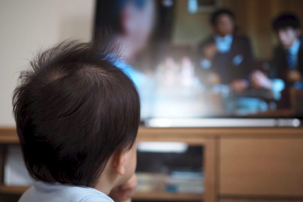 無意識にテレビを見ることの弊害・注意点などのイメージ画像