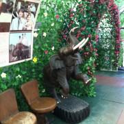 ぞうの国の入り口の像の画像(写真)