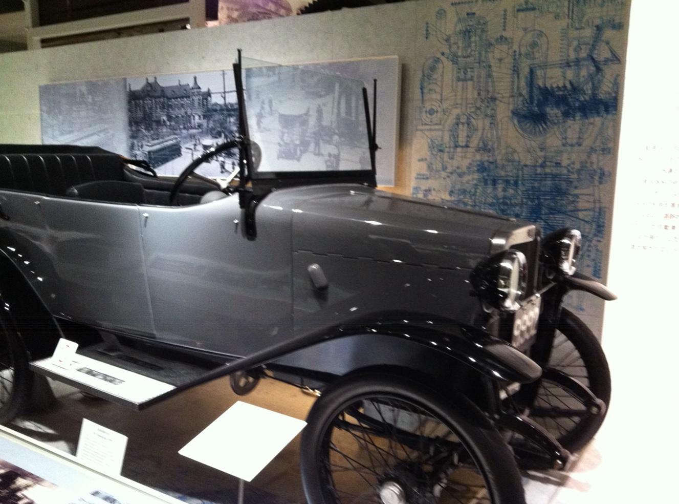 国立科学博物館のクラシックカー展示物の画像