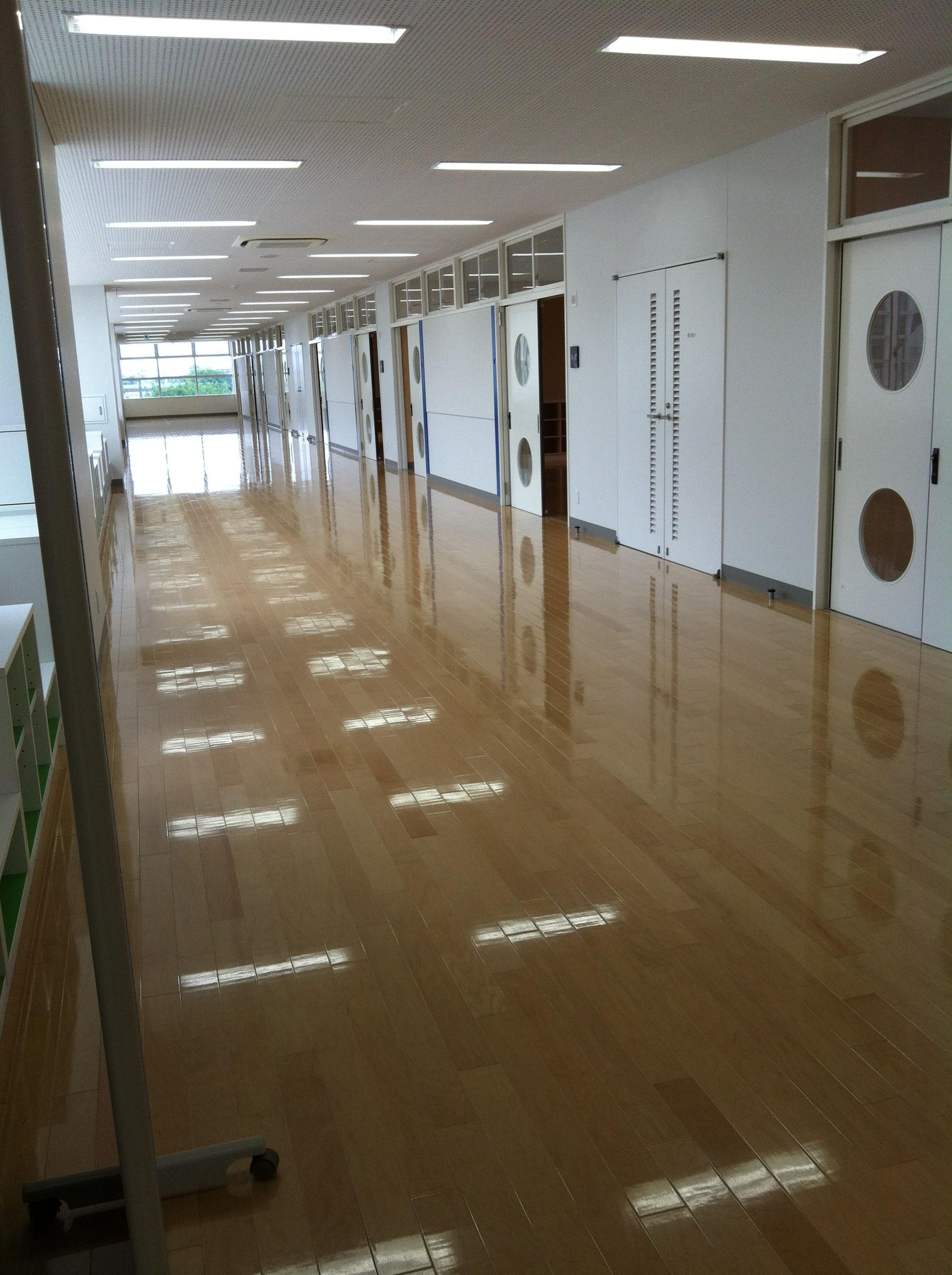 日本大学藤沢小学校の廊下が広い画像キャプチャ