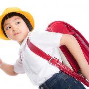 学校に向かう女の子のイメージ画像