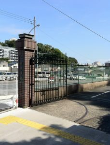 関東学院小学校の正門の画像