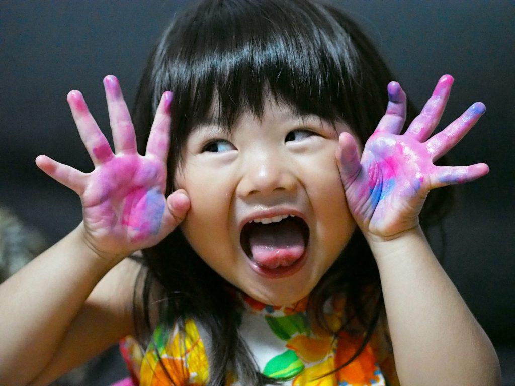 うんこ漢字ドリルを楽しむ子供のイメージ画像