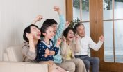 子供の風邪・怪我には動画サービスが役立つ!キッズ・子ども用の教育番組・アニメ動画が豊富なFOD無料視聴で安静に休日を過ごす際のイメージ画像
