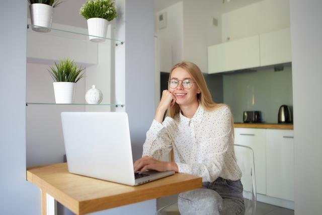 クラウドワークスで記事作成の仕事をするWEBライターの平均年収・月収・時給のイメージ画像