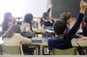サピックスで積極的に質問をする中学受験生