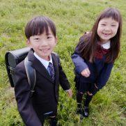 ソニー生命の学資保険で学校に通う子ども