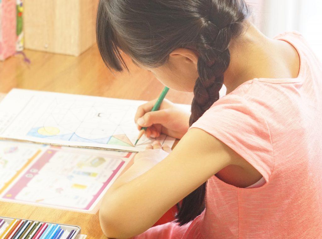 Z会中学受験コースの勉強時間に集中する子