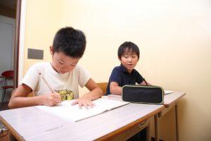 2020年から2021年にかけてサピックス偏差値が下がった中学校に合格した男子中学受験生たち