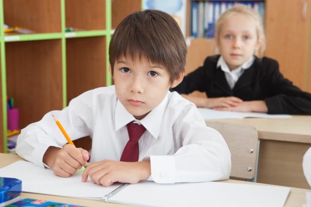 サピックス入室テストで国語を解く中学受験生